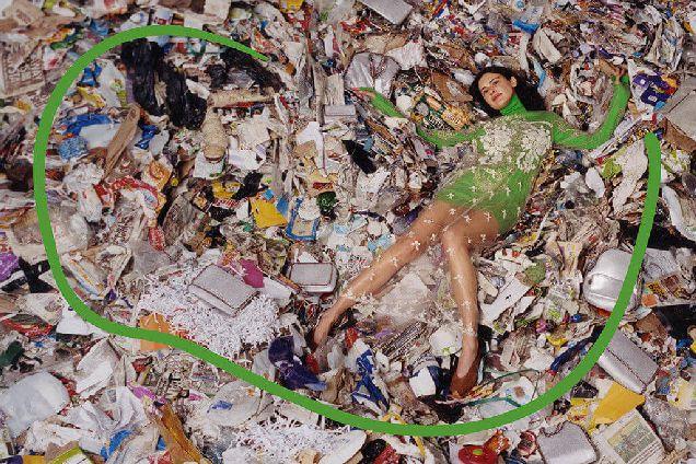 На свалке: новая рекламная кампания Stella McCartney-320x180