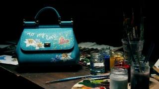 Киевлянкам распишут сумки Dolce & Gabbana