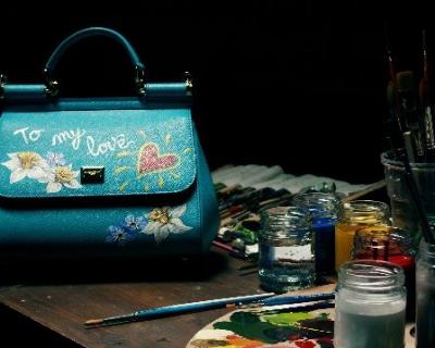 Киевлянкам распишут сумки Dolce & Gabbana-430x480