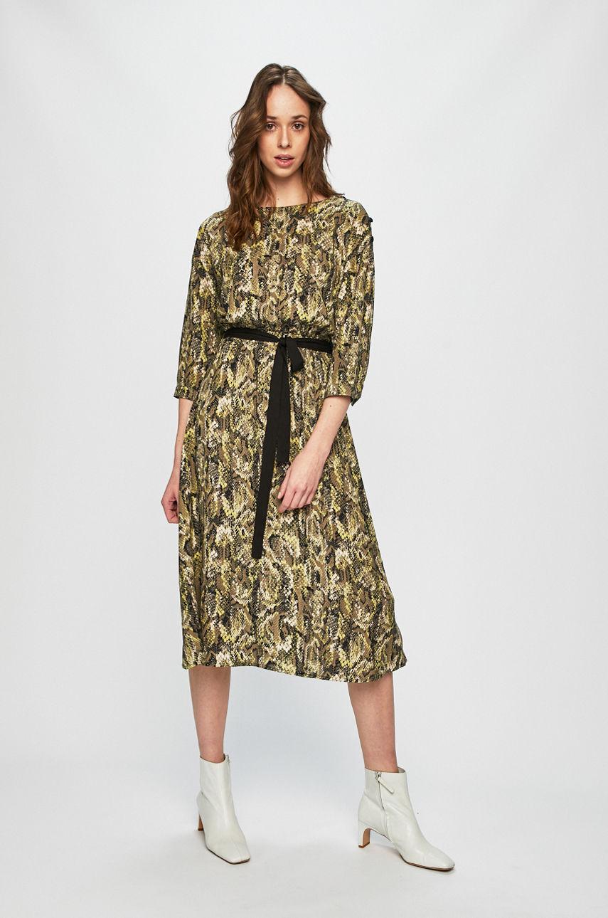 Ниже колена: платья-миди, которые не захочется снимать-Фото 7