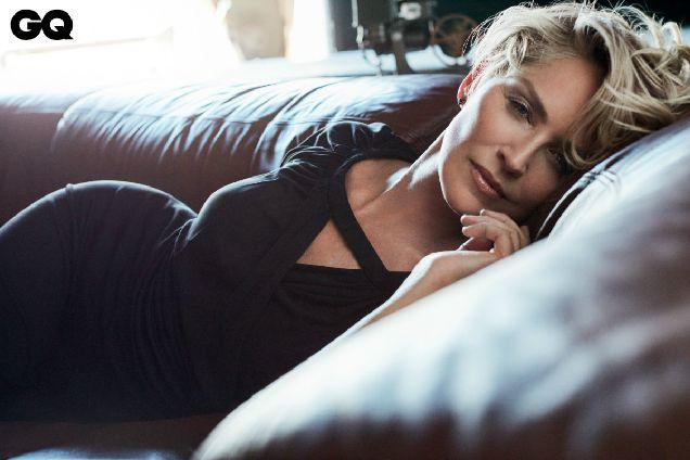 Стройная и молодая: Шерон Стоун показала себя в новой фотосессии-320x180