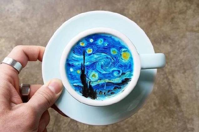 Ван Гог и цветущая сакура: бариста из Южной Кореи создает впечатляющие рисунки на кофе