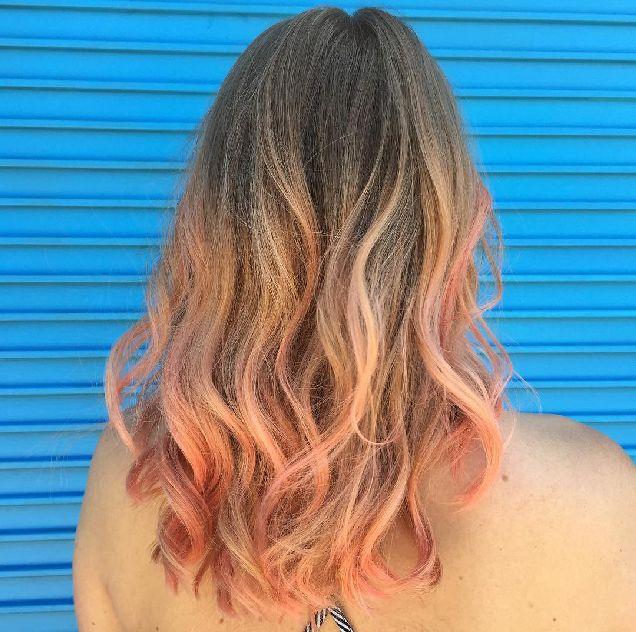 Самый актуальный цвет волос лета – розовое шампанское-320x180