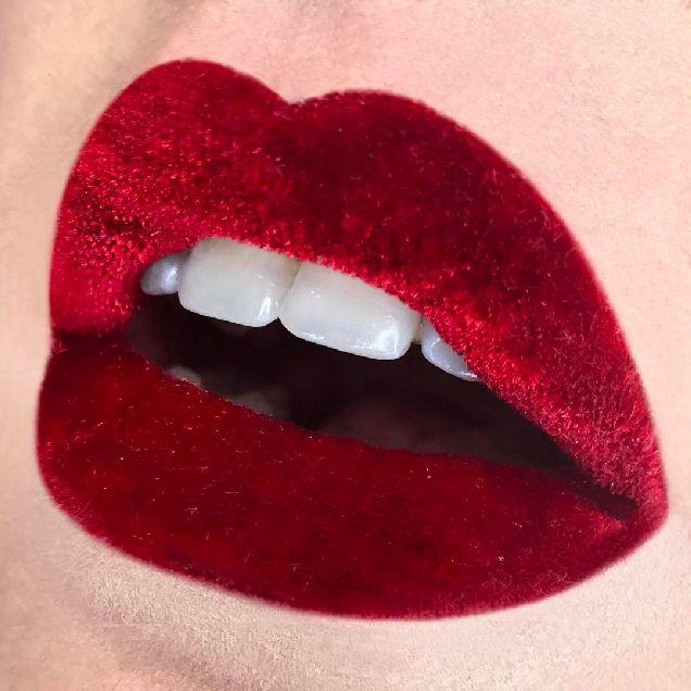 Beauty-тренд: бархат на губах-320x180