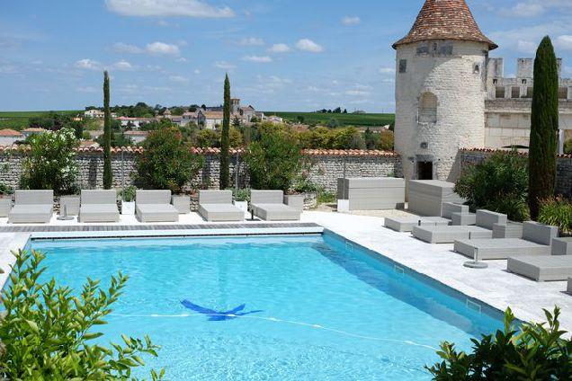 Жить в замке: поместье Le Logis в округе Коньяк-320x180