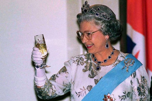 Какие алкогольные напитки предпочитает Елизавета II