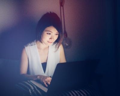 В мире гаджетов: правила онлайн-этикета для общения в Сети-430x480