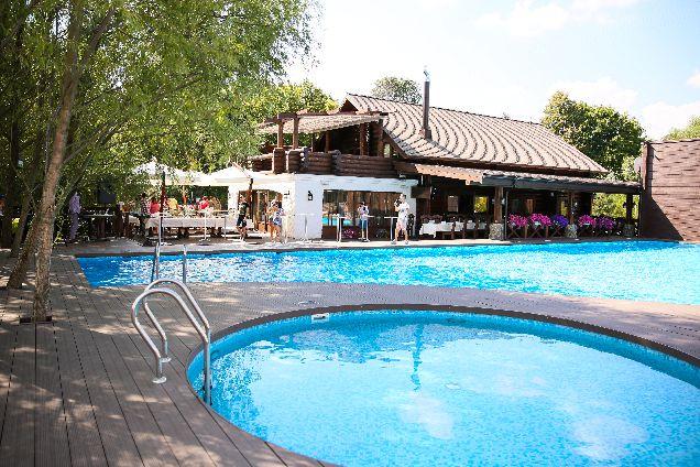 Новое место:  бассейн в 15 км от Крещатика-320x180