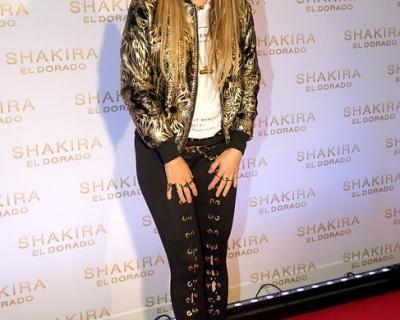 Шакира сменила цвет волос-430x480