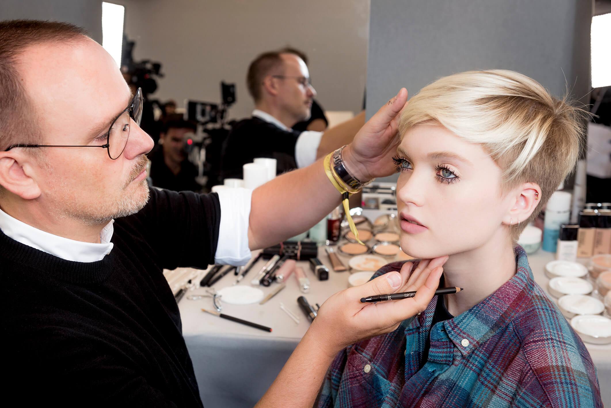 Как повторить макияж с показа Dior SS18-320x180