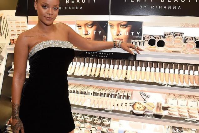 Рианна презентовала собственную косметическую линию Fenty Beauty