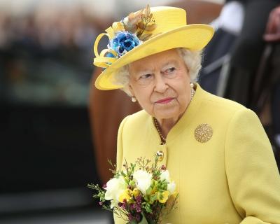 Принц Гарри представил Меган Маркл Елизавете II-430x480