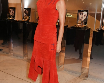 Образ дня: Виктория Бекхэм в самом модном оттенке осени-430x480