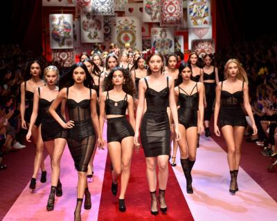 Dolce & Gabbana представили коллекцию в Милане-430x480
