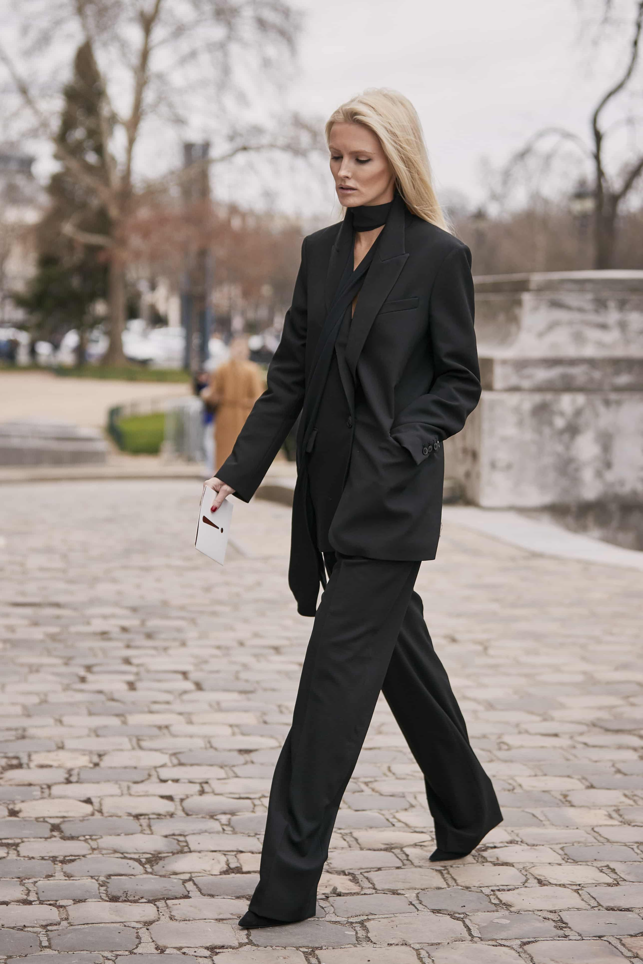 С чем носить черные брюки: неожиданные идеи на осень-Фото 4