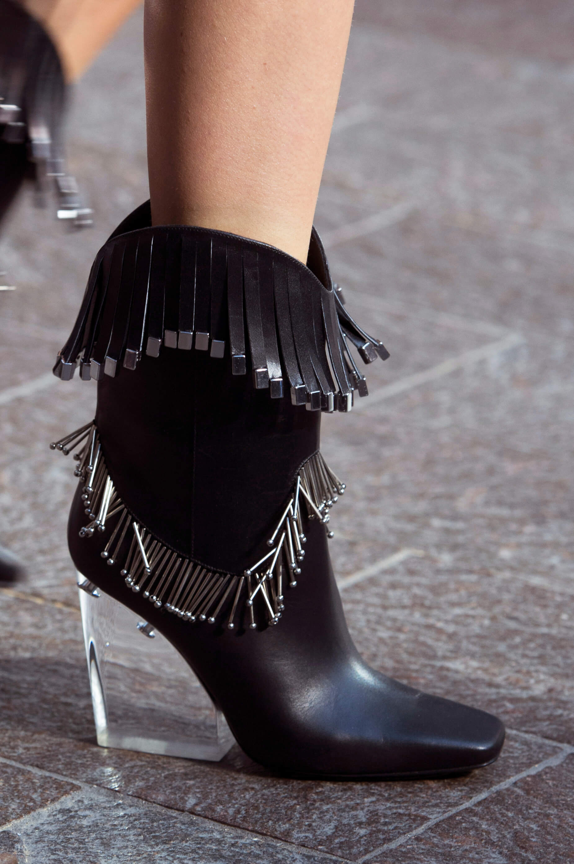 12 пар обуви с Недели Моды, которые можно носить каждый день-Фото 6