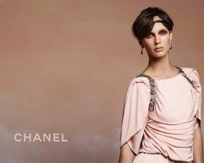 Марина Вакт стала новым лицом Chanel-430x480