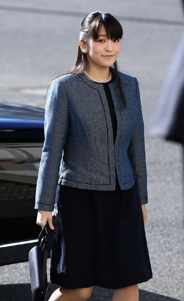 Принцесса Японии отреклась от своего титула ради любви-320x180