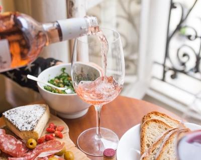 10 лучших лайфхаков с вином-430x480