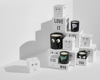 Anya Hindmarch презентовал линию свечей с ароматом детской присыпки и лосьона для загара-430x480