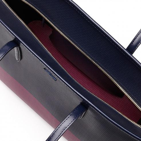 Парижский мастер персонализирует сумки LACOSTE в Киеве-320x180