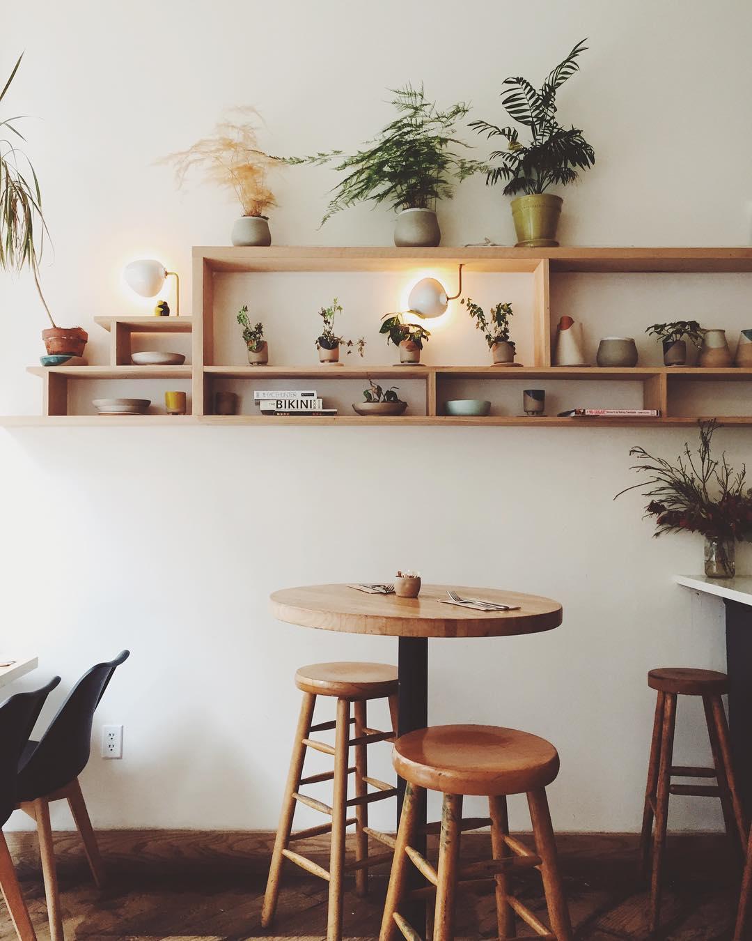 12 идей, как украсить книжную полку-Фото 1