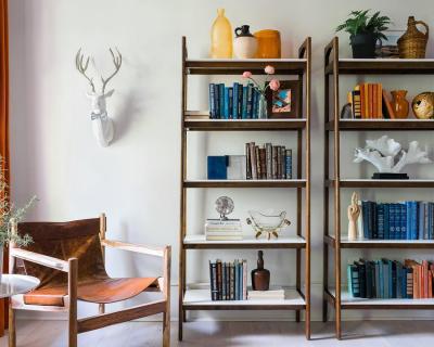 12 идей, как украсить книжную полку-430x480