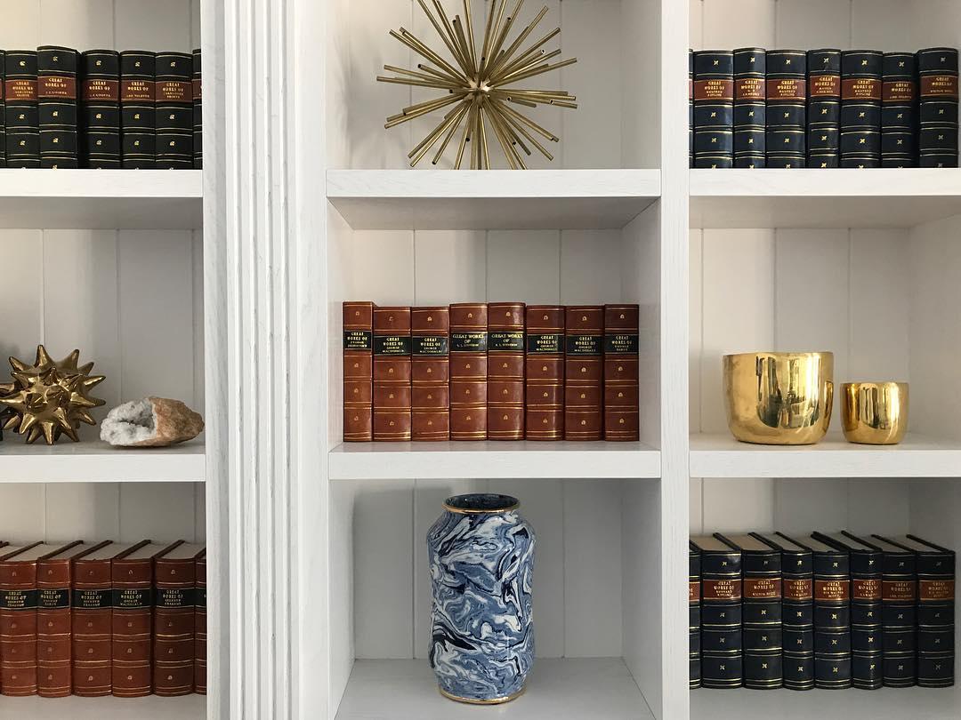 12 идей, как украсить книжную полку-Фото 2