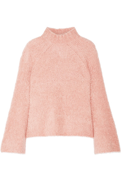 How to choose stylish sweater? 3 main trends of this season