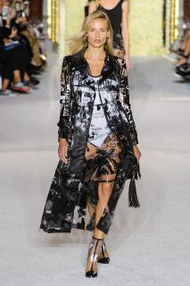 Новый тренд: Одежда в пластиковом чехле