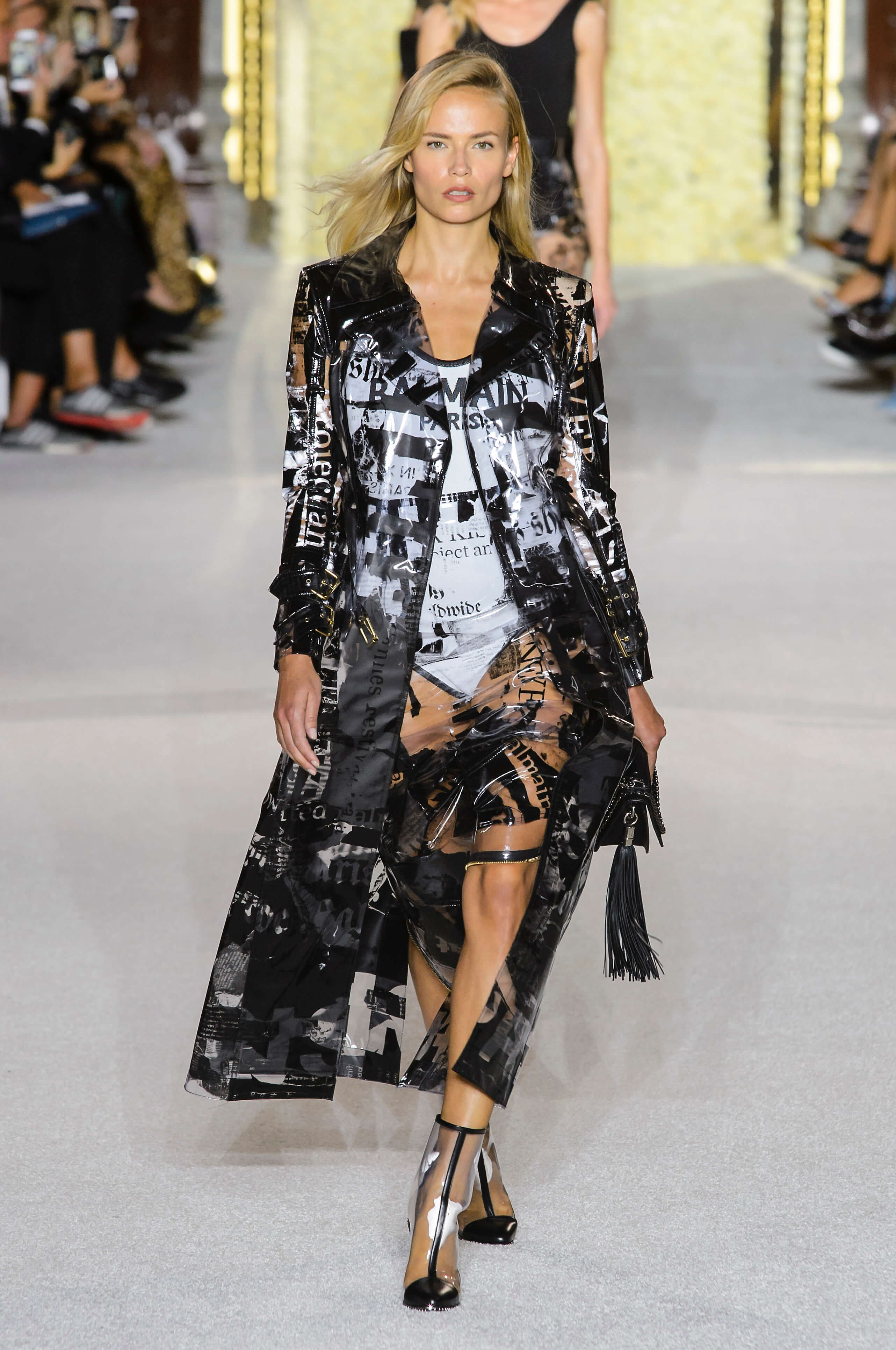 Новый тренд: Одежда в пластиковом чехле-Фото 1