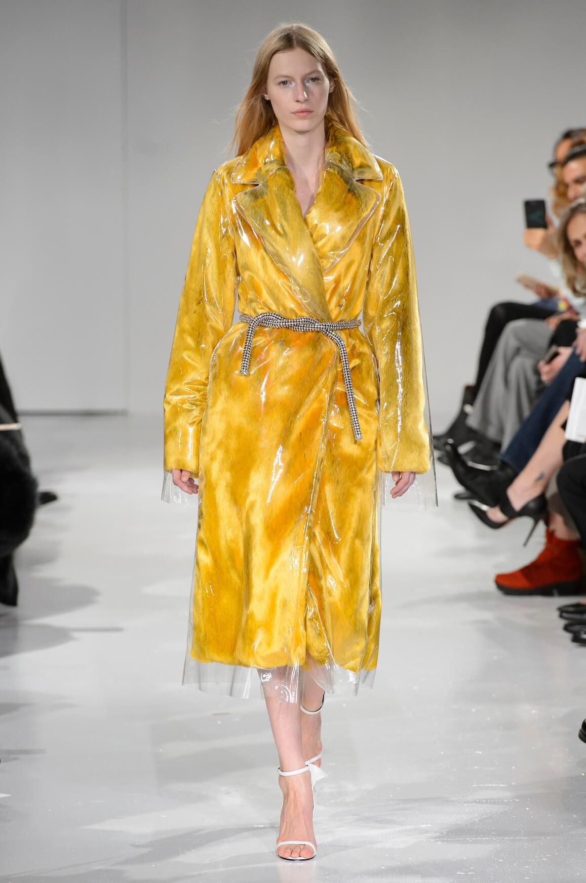 Новый тренд: Одежда в пластиковом чехле-Фото 2