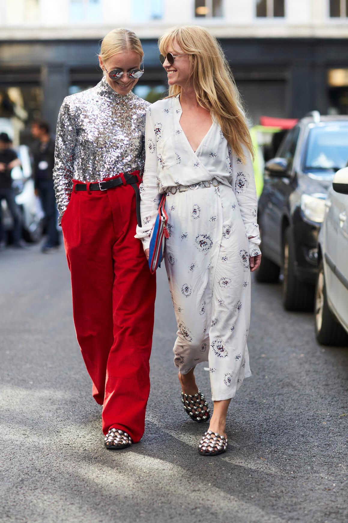 Как правильно носить цветные брюки осенью-320x180