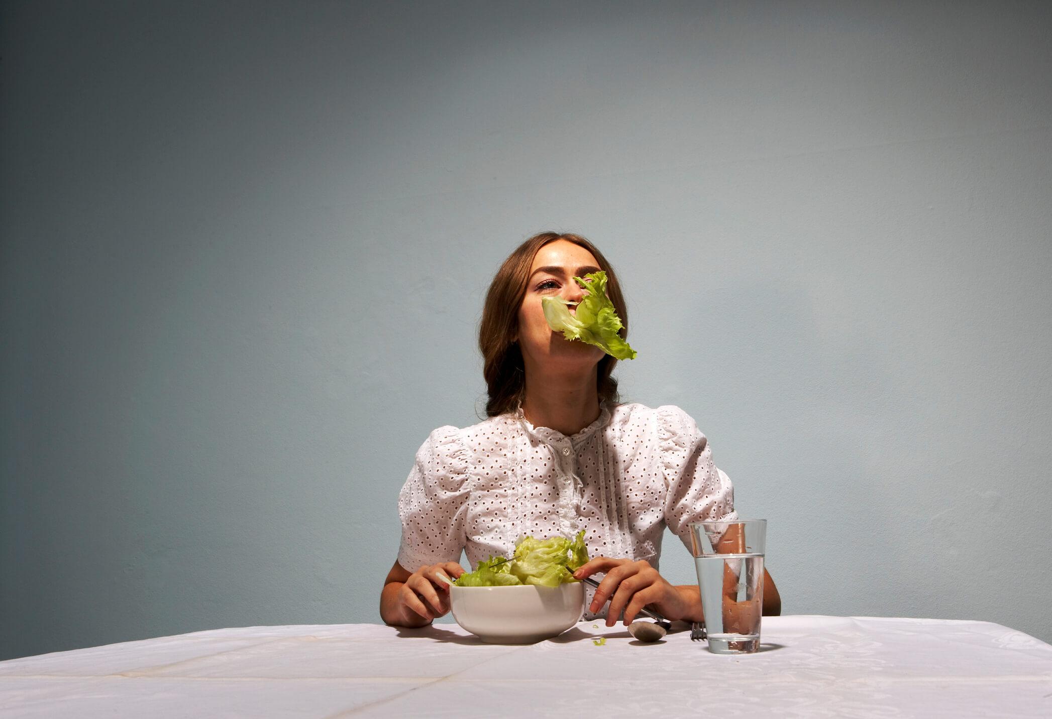 6 признаков того, что ваш организм страдает из-за нехватки калорий-320x180