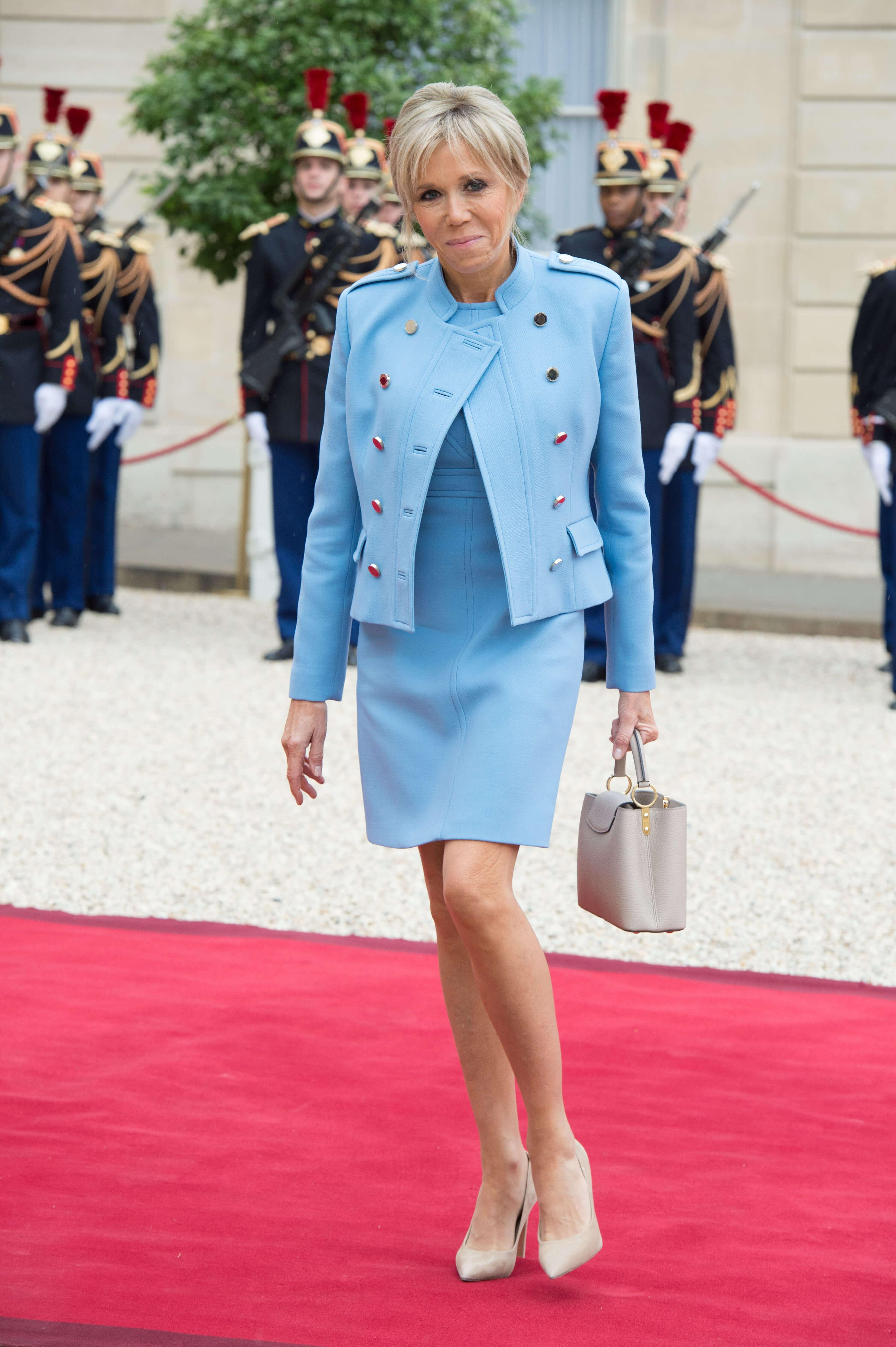 Стало известно, кто стилист первой леди Франции Бриджит Макрон-Фото 1