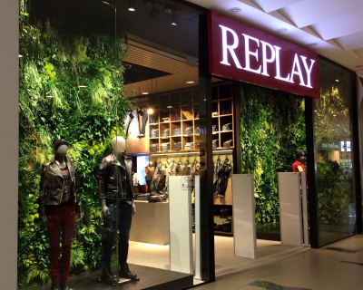 В ТРЦ Sky Mall открылся легендарный REPLAY-430x480