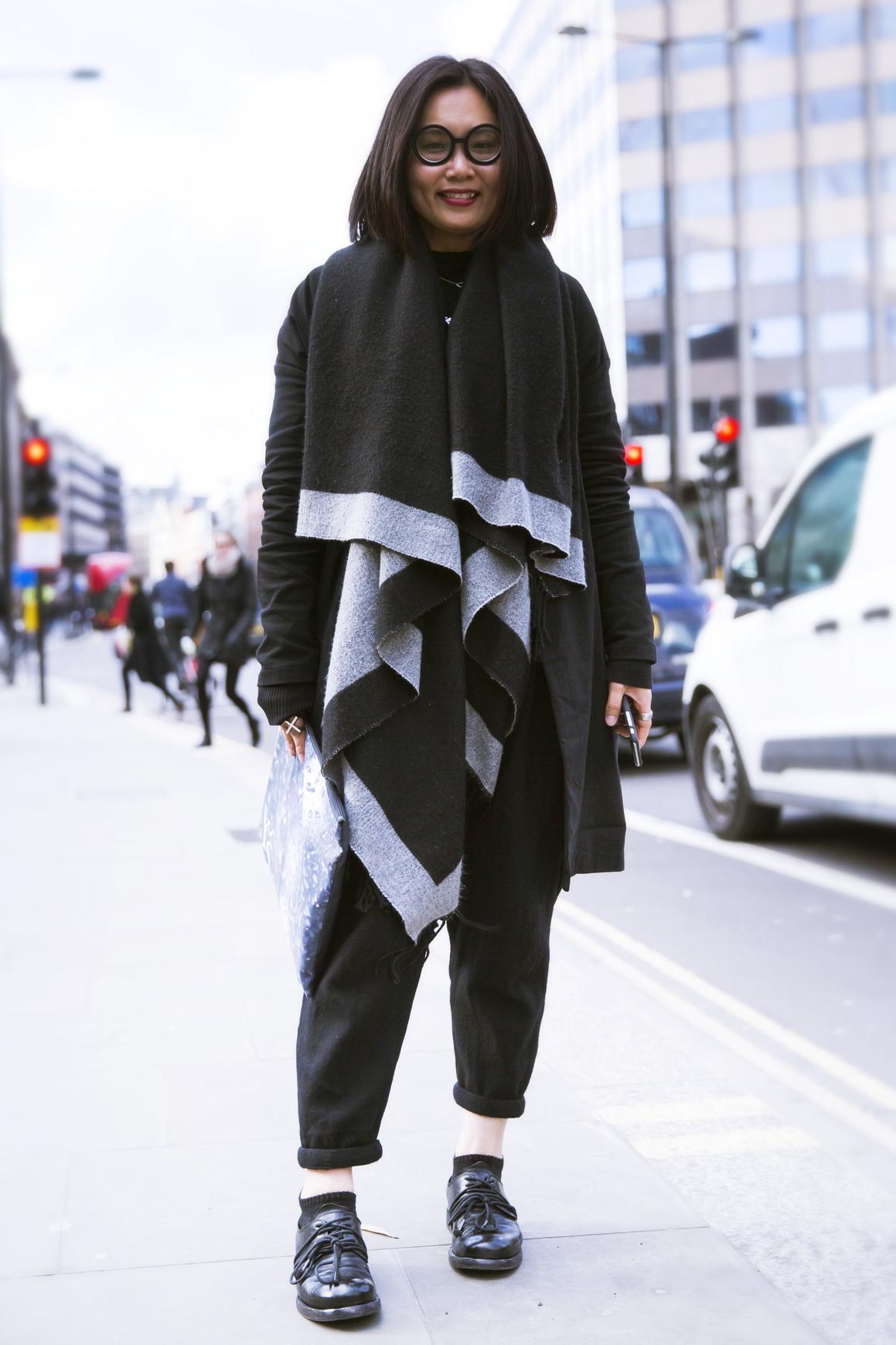 Вокруг шеи: 5 типов шарфов, которые должны быть у вас в шкафу-Фото 10