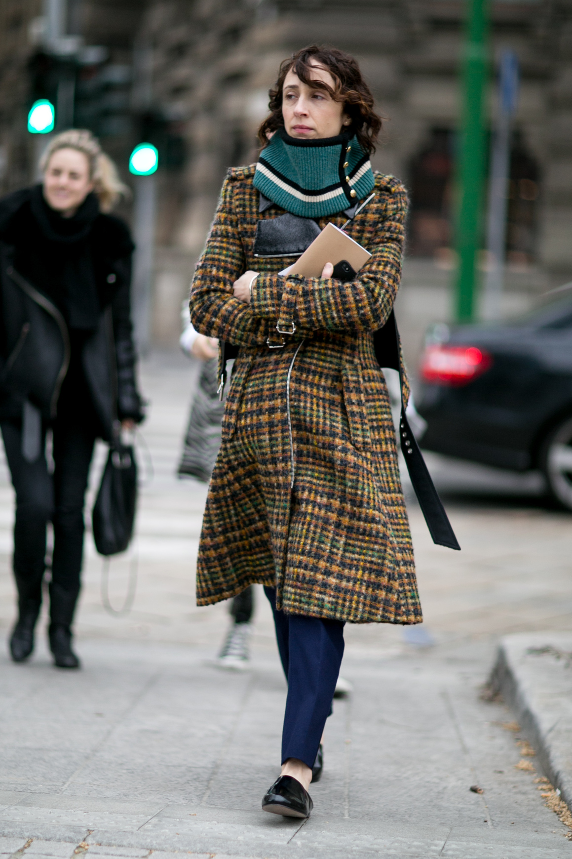 Вокруг шеи: 5 типов шарфов, которые должны быть у вас в шкафу-Фото 13