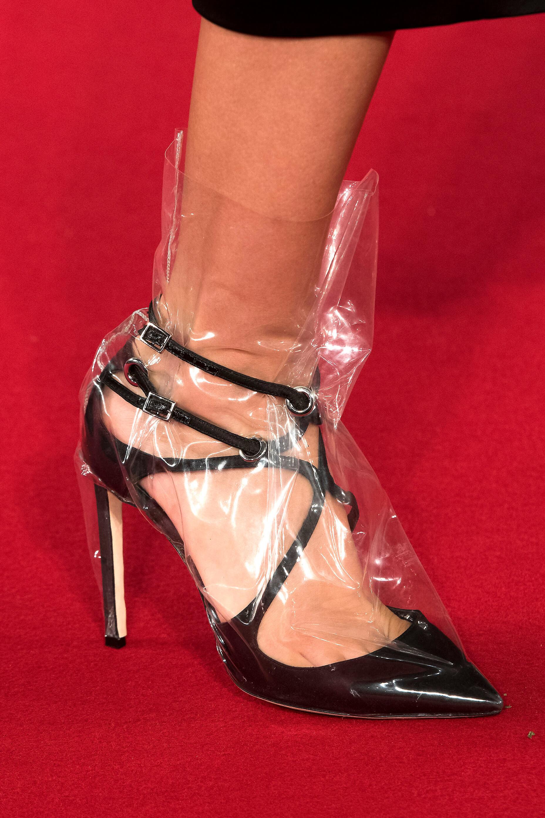 Новый тренд: Одежда в пластиковом чехле-Фото 6