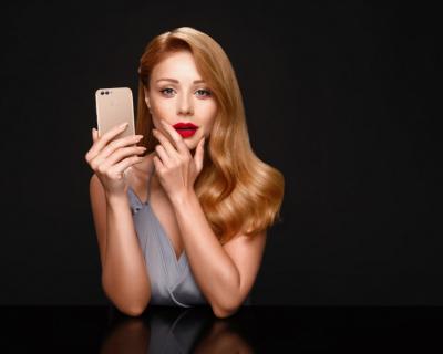 Тина Кароль впервые рассказала о сотрудничестве с Huawei-430x480