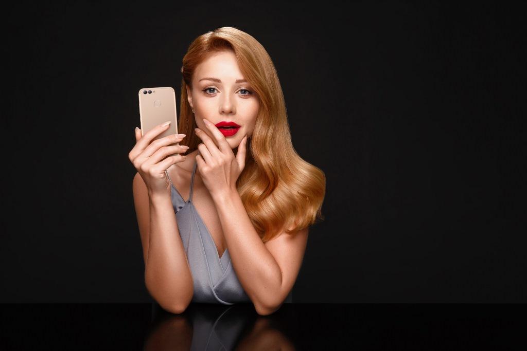 Тина Кароль впервые рассказала о сотрудничестве с Huawei-320x180