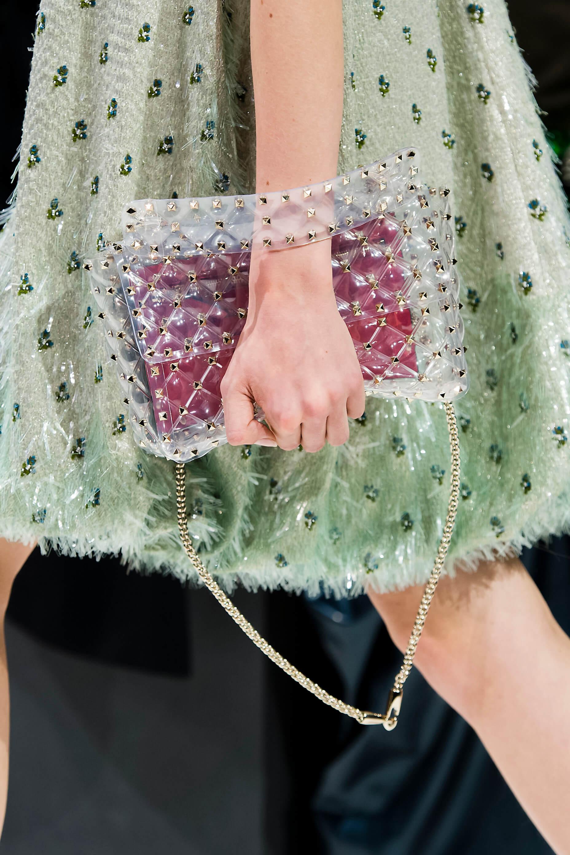 Новый тренд: Одежда в пластиковом чехле-Фото 4