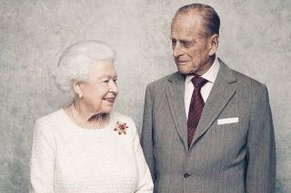 70 лет вместе: В Сети появились милые фото королевы Елизаветы и принца Филиппа