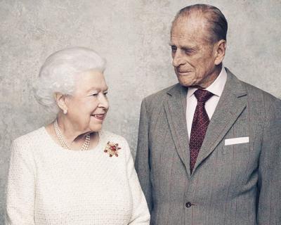 70 лет вместе: В Сети появились милые фото королевы Елизаветы и принца Филиппа-430x480