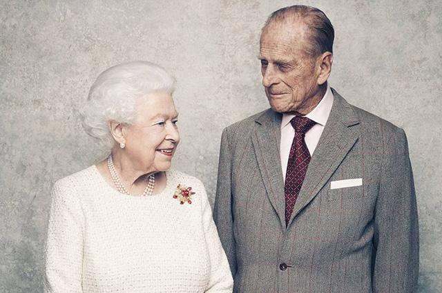 70 лет вместе: В Сети появились милые фото королевы Елизаветы и принца Филиппа-320x180