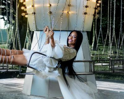 Никки Минаж стала новым лицом рекламного кампейна H&M-430x480