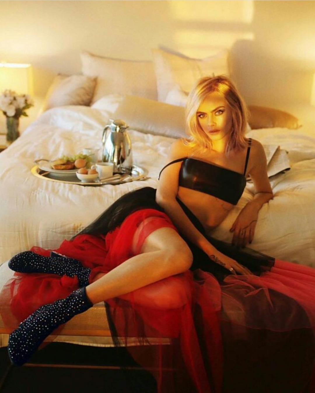 Кара Делевинь снялась в рекламном ролике коллекции Jimmy Choo-Фото 3