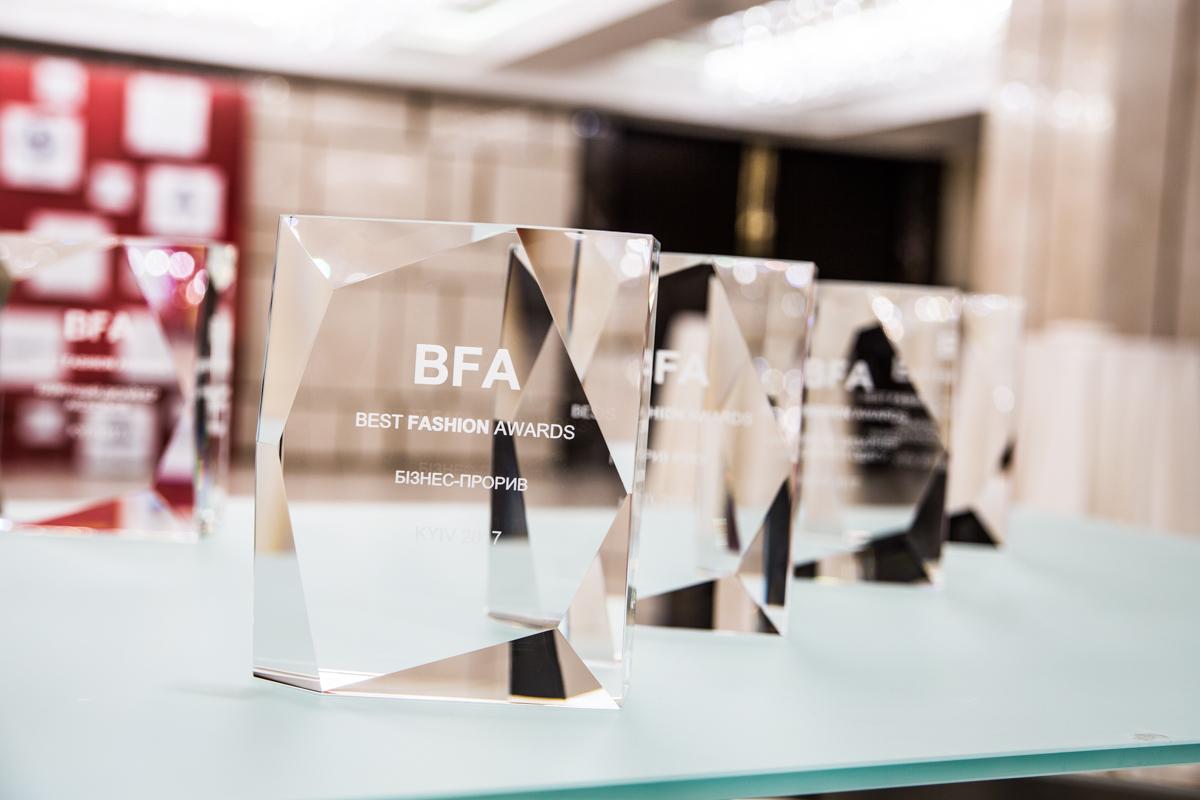 Best Fashion Awards 2017: Кто стал лучшим дизайнером года?-320x180