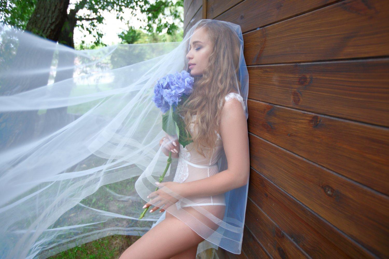 Певица Яна Соломко и модель Алена Бычкова снялись в кампейне новой коллекции белья-320x180