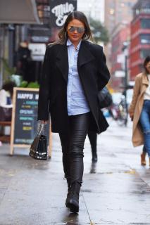 Модель Крисси Тейген появилась в блейзере от украинского дизайнера